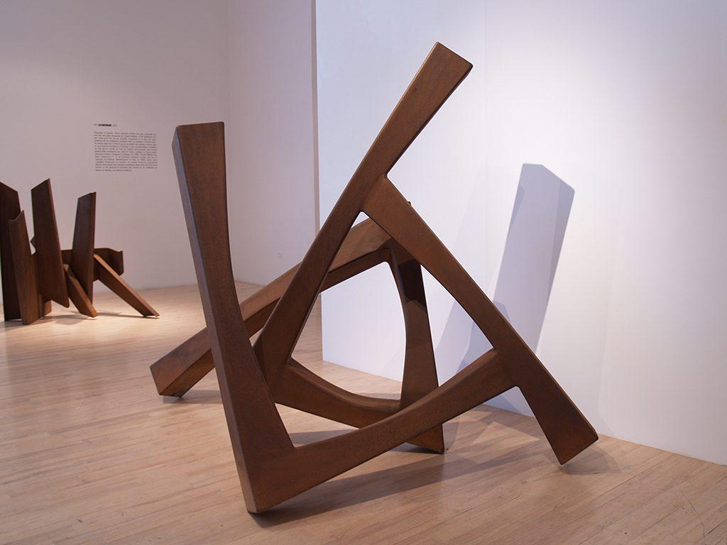 Trajectoire no 1, 1985, acier, 190 x 264 x 158 cm