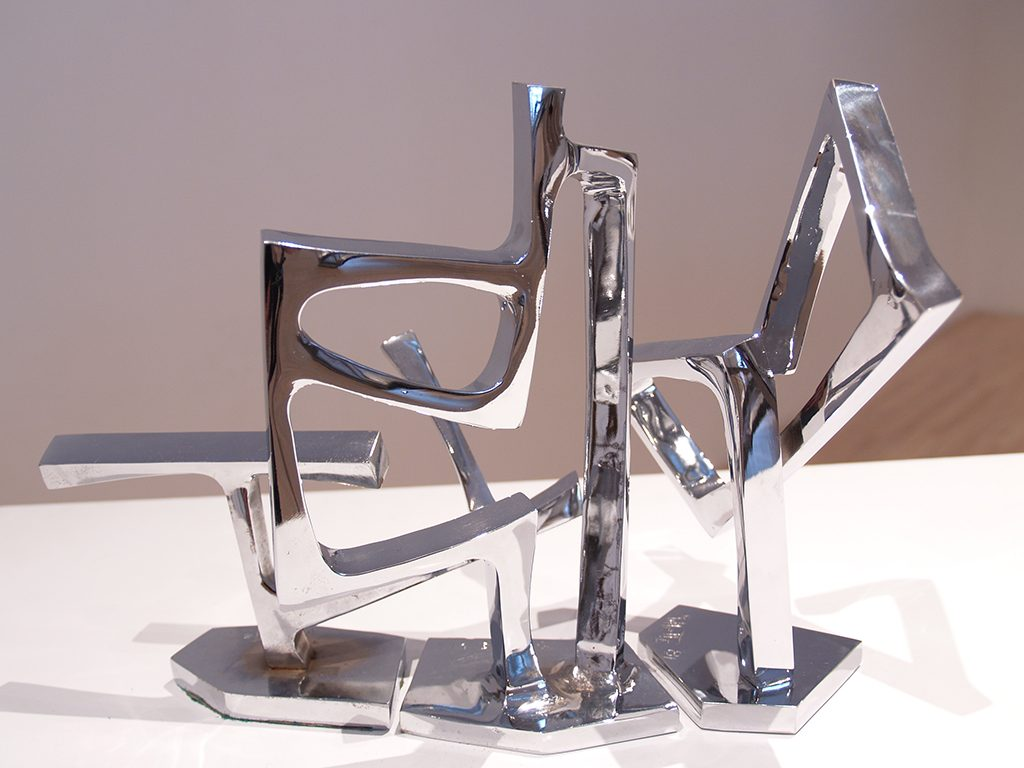 Sans titre, 1981, acier chromé, 25 x 38 x 115 cm